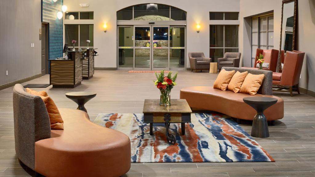 The lobby or reception area at Hotel Indigo San Antonio Riverwalk, an IHG Hotel