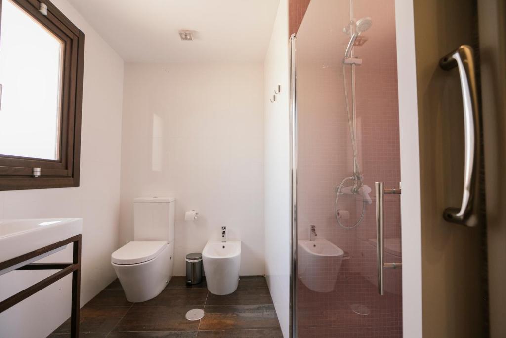 A bathroom at La Albacara