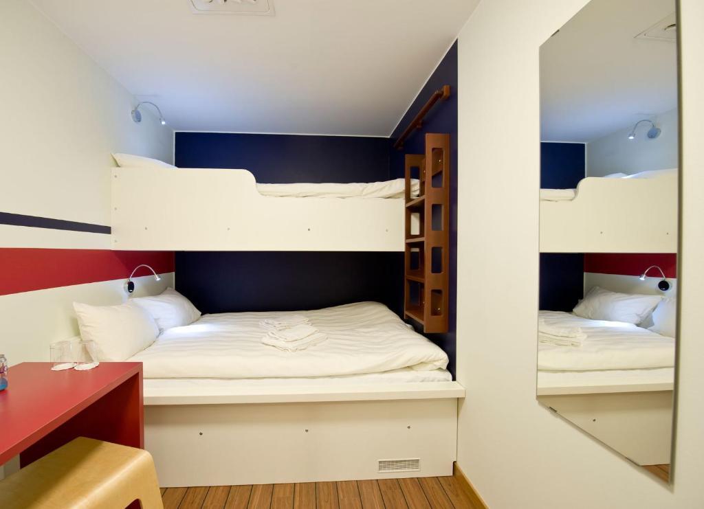 Un ou plusieurs lits superposés dans un hébergement de l'établissement Hotel Micro