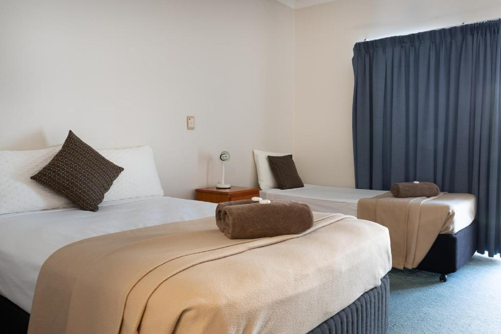 A bed or beds in a room at Accommodation on Denham