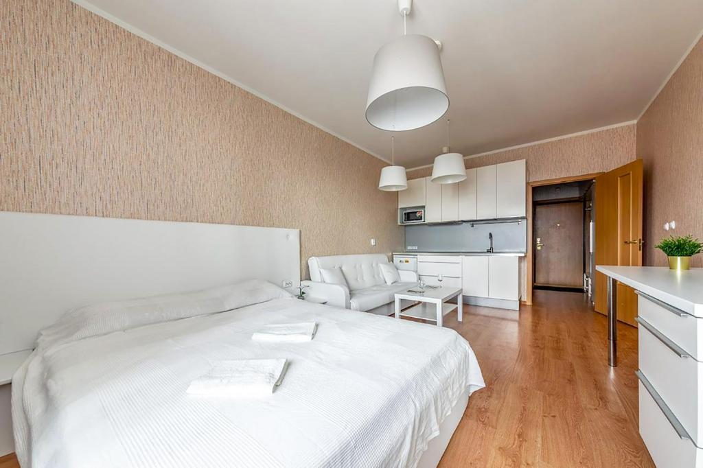 A bed or beds in a room at Apartment Hanaka Jubileinyi 72