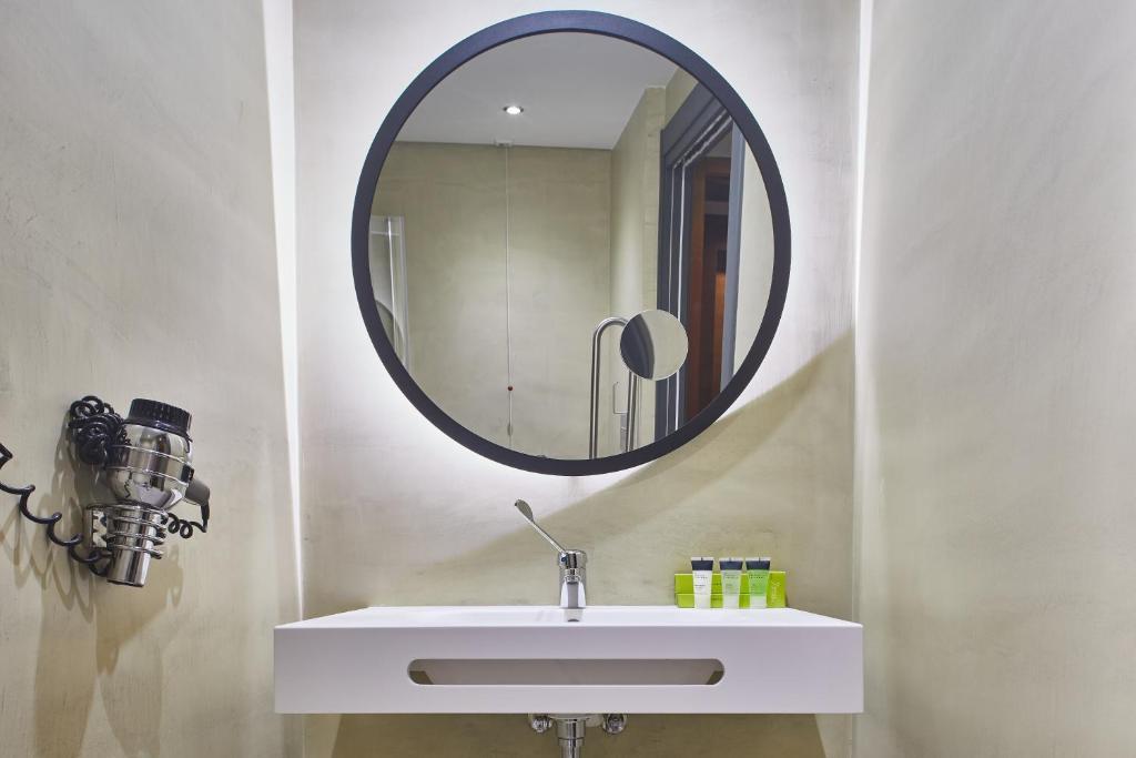 A bathroom at Silken Coliseum