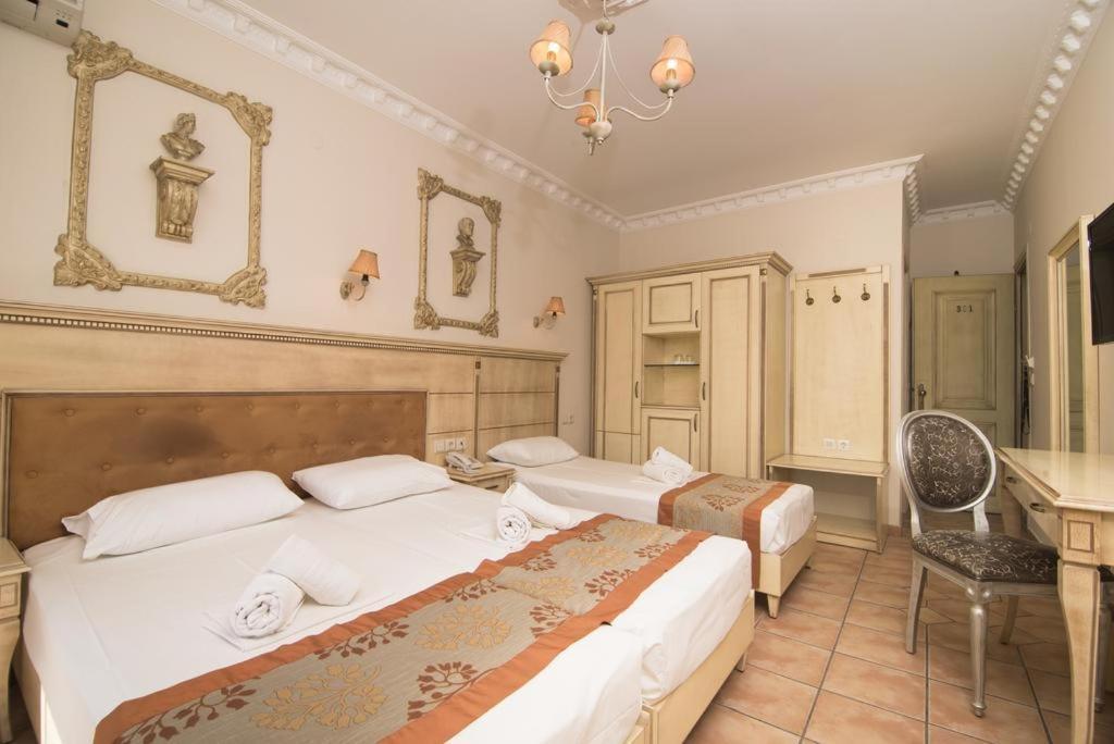 Ένα ή περισσότερα κρεβάτια σε δωμάτιο στο Parthenon Art Hotel