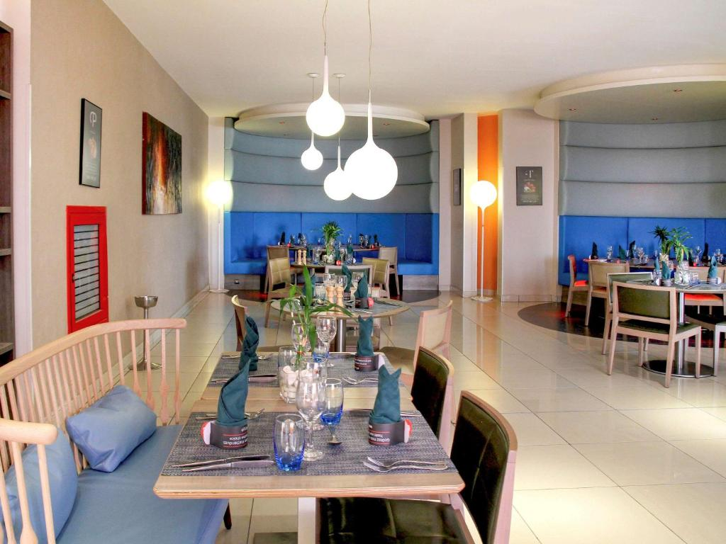 A restaurant or other place to eat at Novotel Constantine