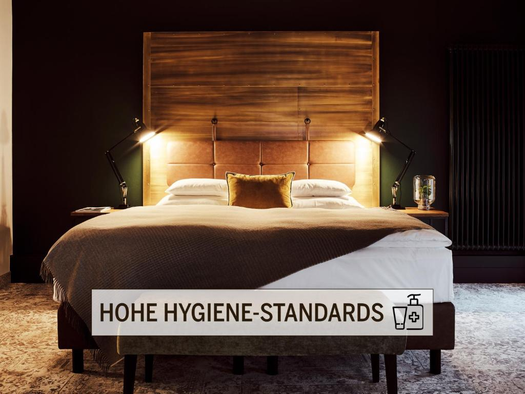 A bed or beds in a room at Gastwerk Hotel Hamburg