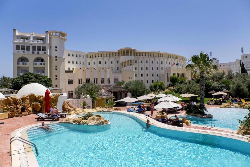 Het zwembad bij of vlak bij Medina Solaria And Thalasso