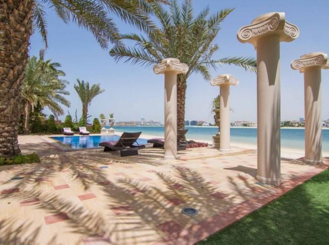 The swimming pool at or near 7 Bedroom Beachfront Estate Sleeps 16