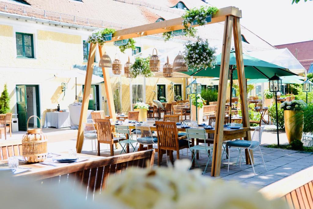 Ein Restaurant oder anderes Speiselokal in der Unterkunft Forsthaus Wörnbrunn