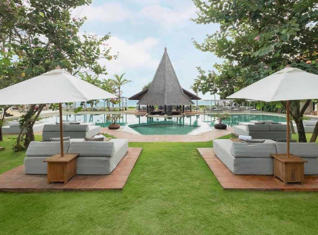 The swimming pool at or close to Sadara Boutique Beach Resort