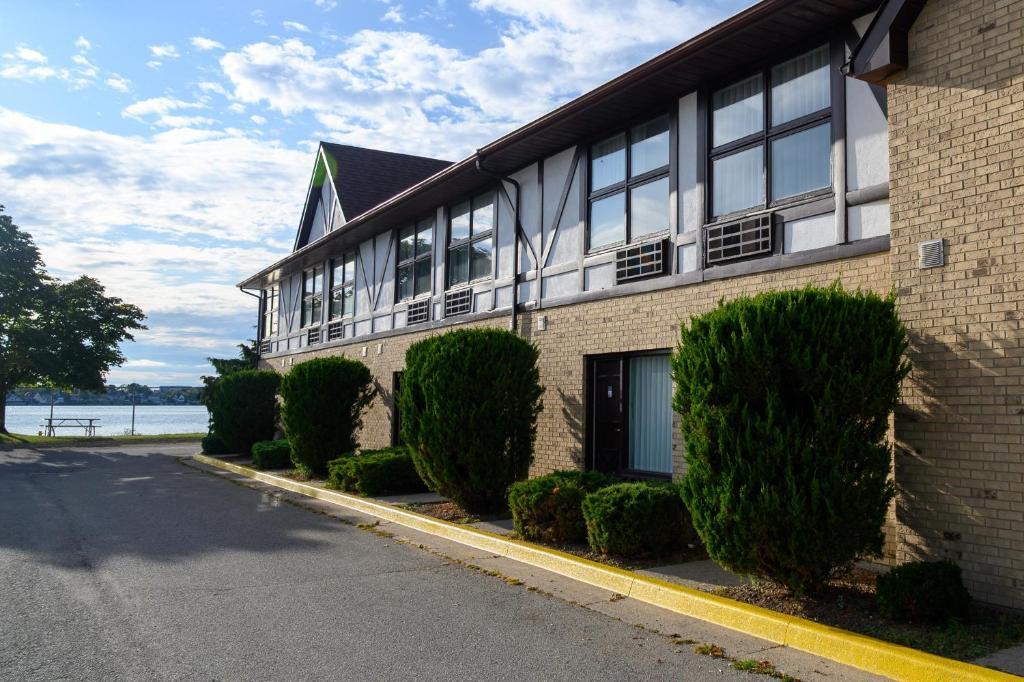 Days Inn by Wyndham Sarnia Harbourfront