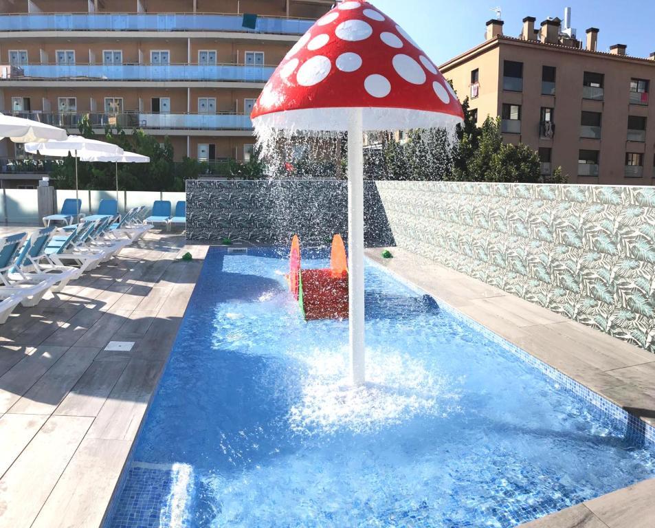 Het zwembad bij of vlak bij Hotel Maria del Mar