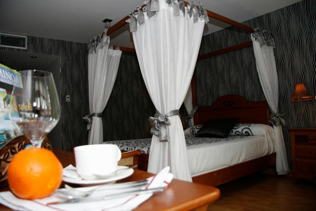 A bed or beds in a room at Posada Los Gallos