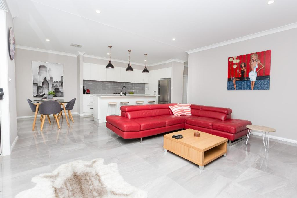 A seating area at Best Central Wagga Townhouse