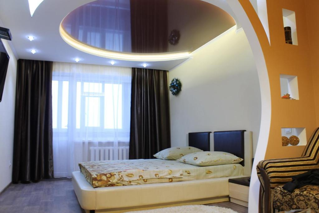 A bed or beds in a room at Comfortable Apartments