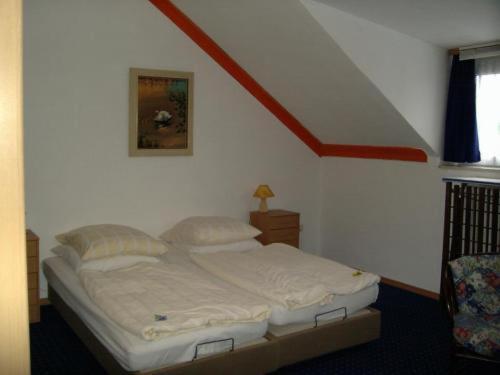 Ein Bett oder Betten in einem Zimmer der Unterkunft Ashok Hotel