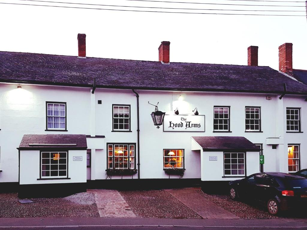 The Hood Arms Hotel - Laterooms