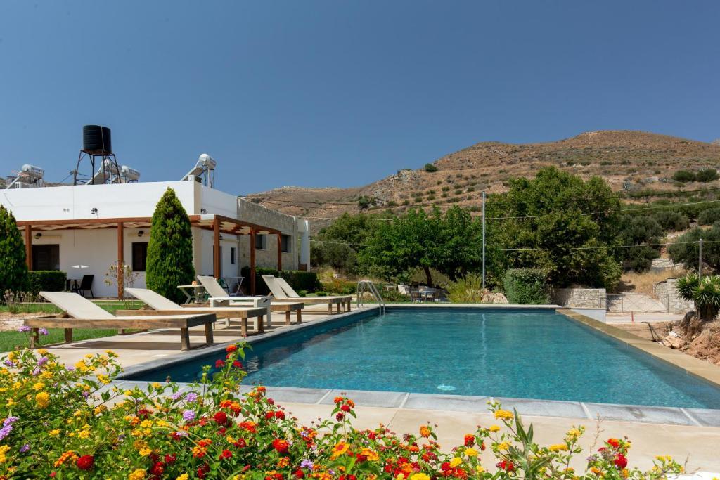 The swimming pool at or near Agarathos Rooms Kaliviani