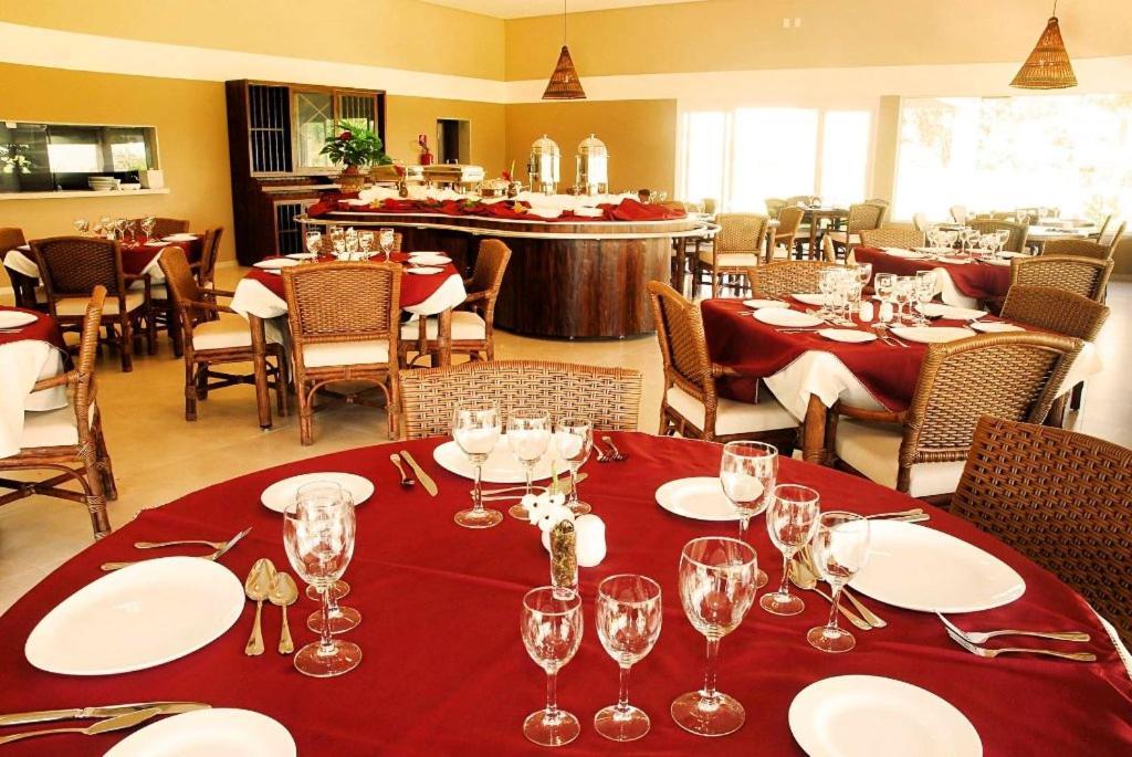 Um restaurante ou outro lugar para comer em Resort da Ilha
