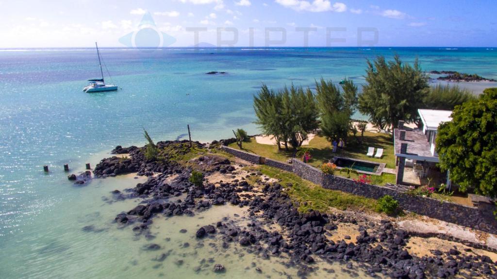 A bird's-eye view of Paradise Point Villa