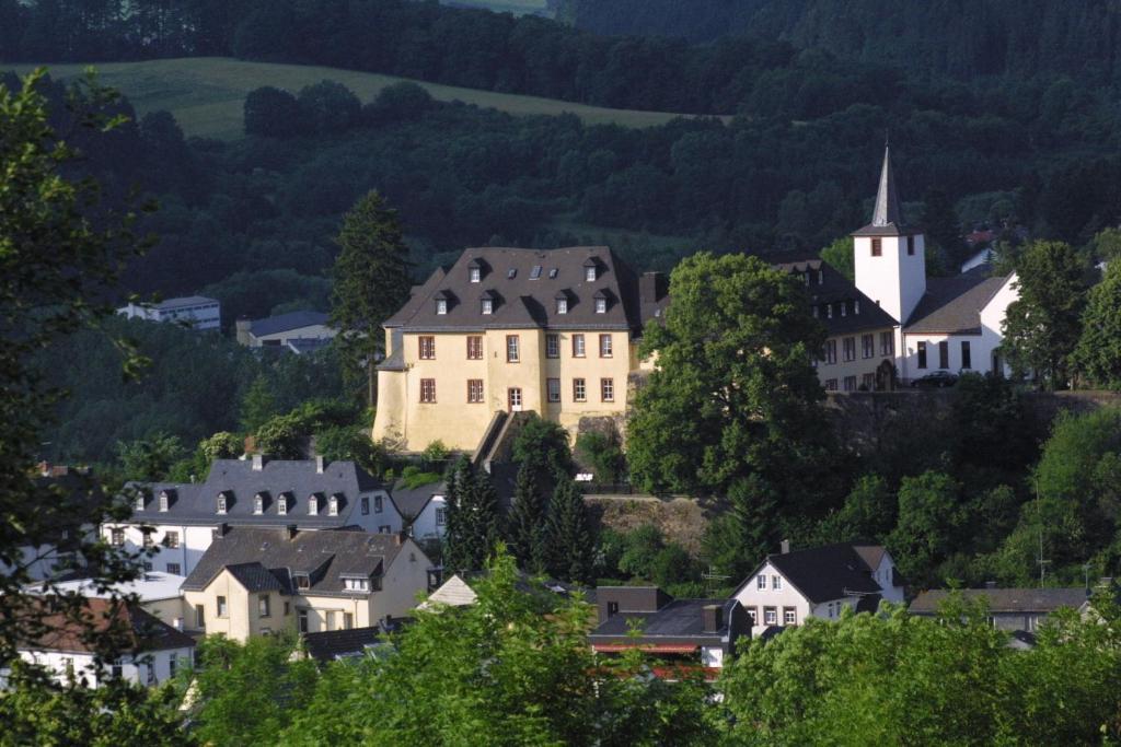 A bird's-eye view of Schloßhotel Kurfürstliches Amtshaus Dauner Burg