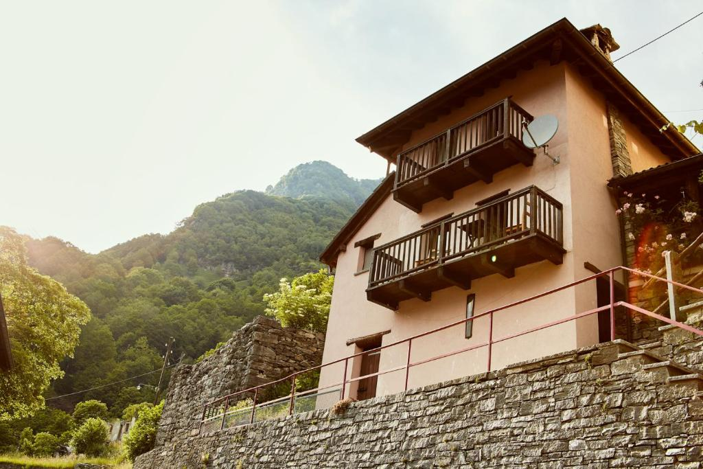 Wild Valley Romantic Escape