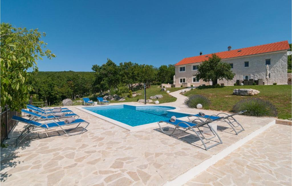 Nice home in Cista Provo w/ Outdoor swimming pool and 5 Bedrooms