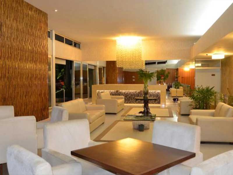 The lounge or bar area at Arituba Park Hotel