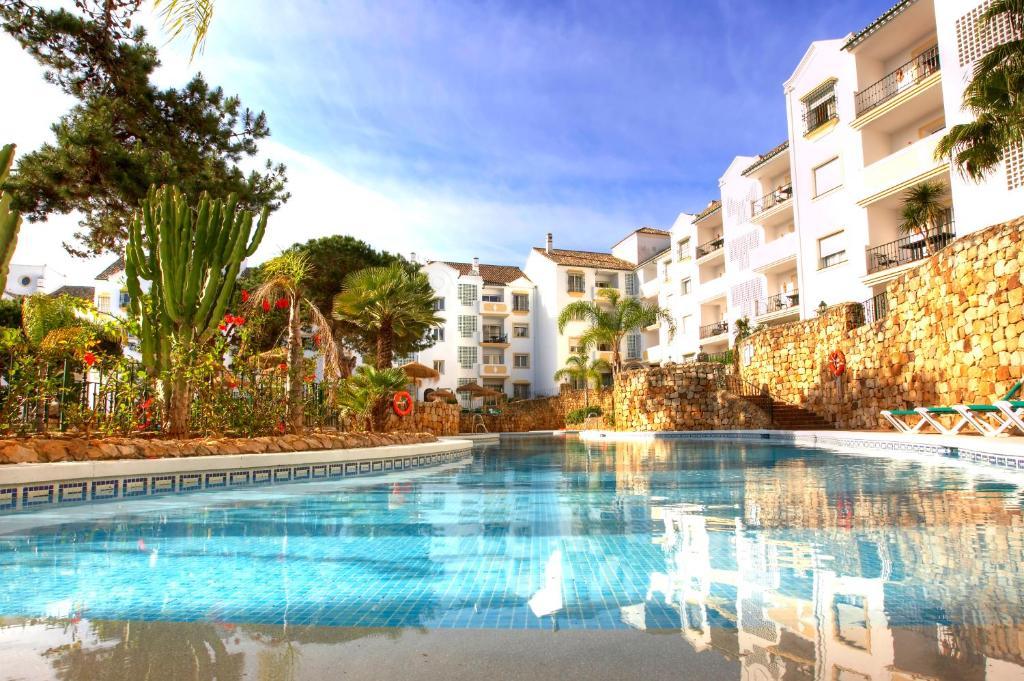 The swimming pool at or near Ona Alanda Club Marbella