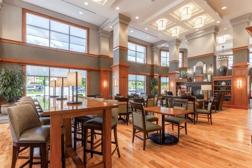 A restaurant or other place to eat at Hampton Inn & Suites Saratoga Springs Downtown