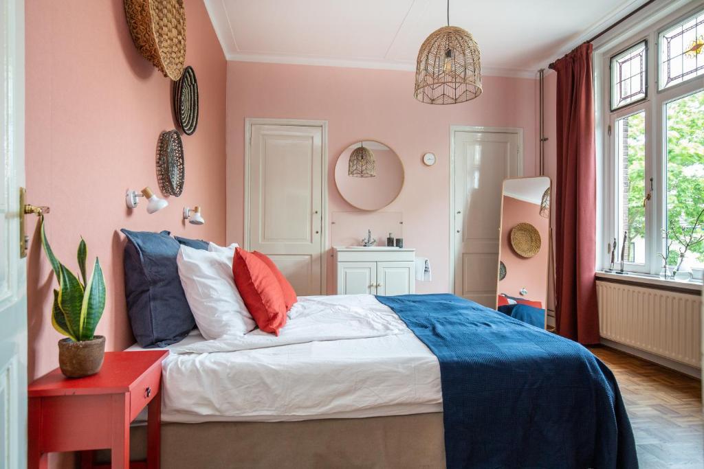 Ein Bett oder Betten in einem Zimmer der Unterkunft B&B d'Ouwe Grutter