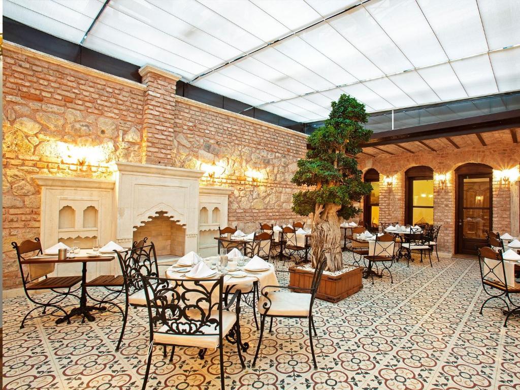 Een restaurant of ander eetgelegenheid bij Celine Hotel - Ottoman Mansion