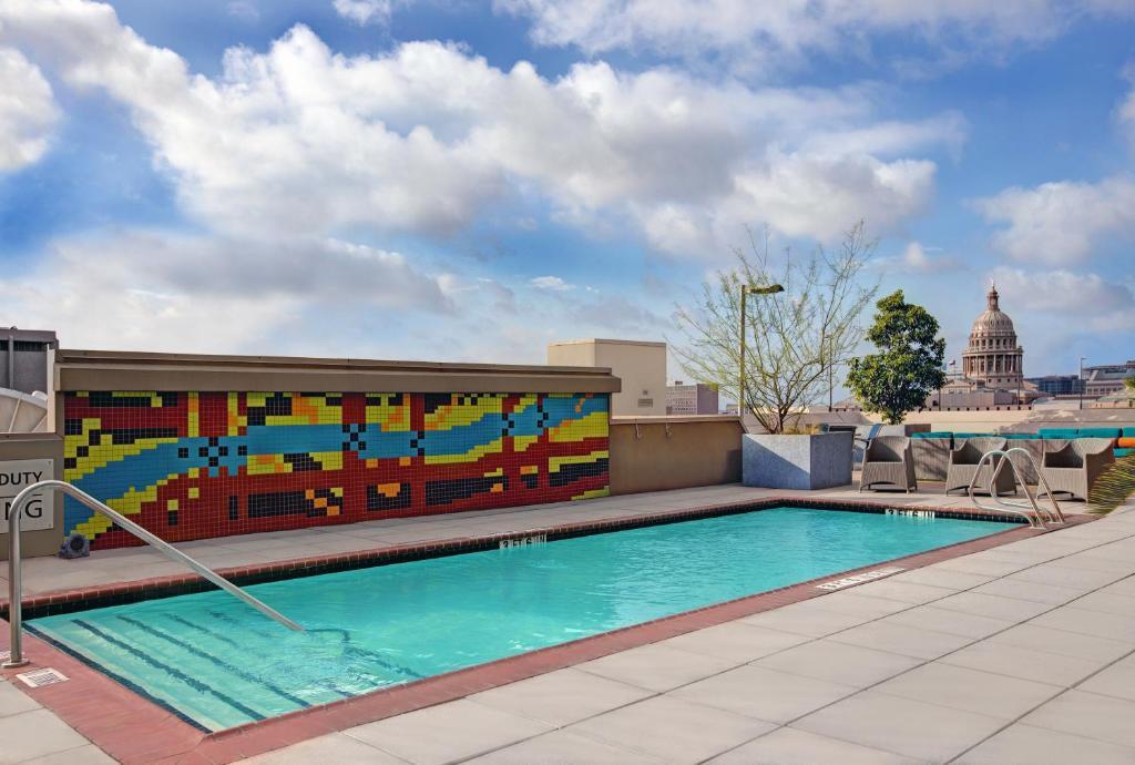 Sundlaugin á Hampton Inn and Suites Austin University Capitol eða í nágrenninu