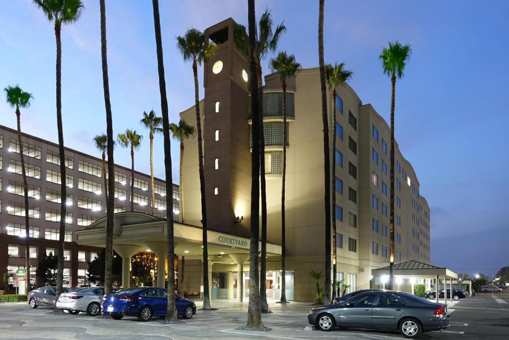 The Courtyard by Marriott Los Angeles LAX/Century Boulevard