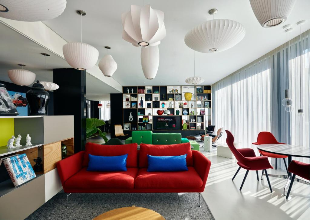 The lounge or bar area at citizenM Amsterdam South