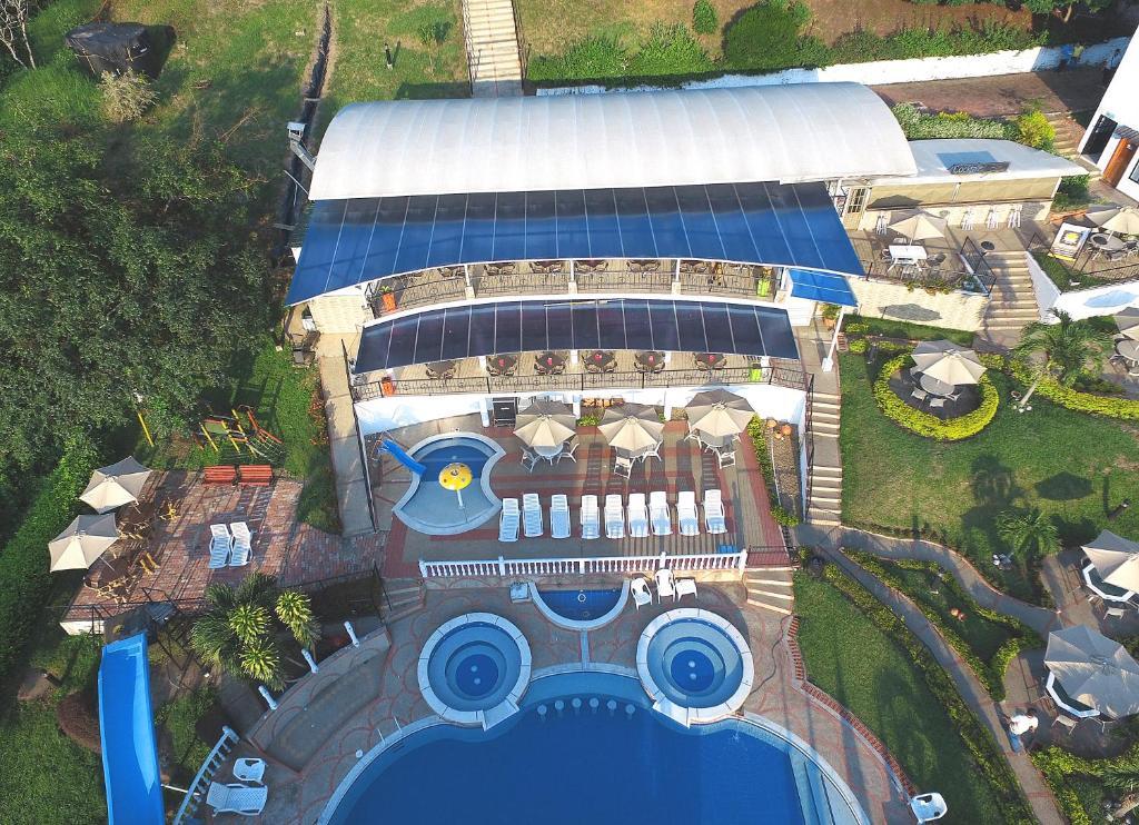 Una vista aérea de Villeta Resort Hotel