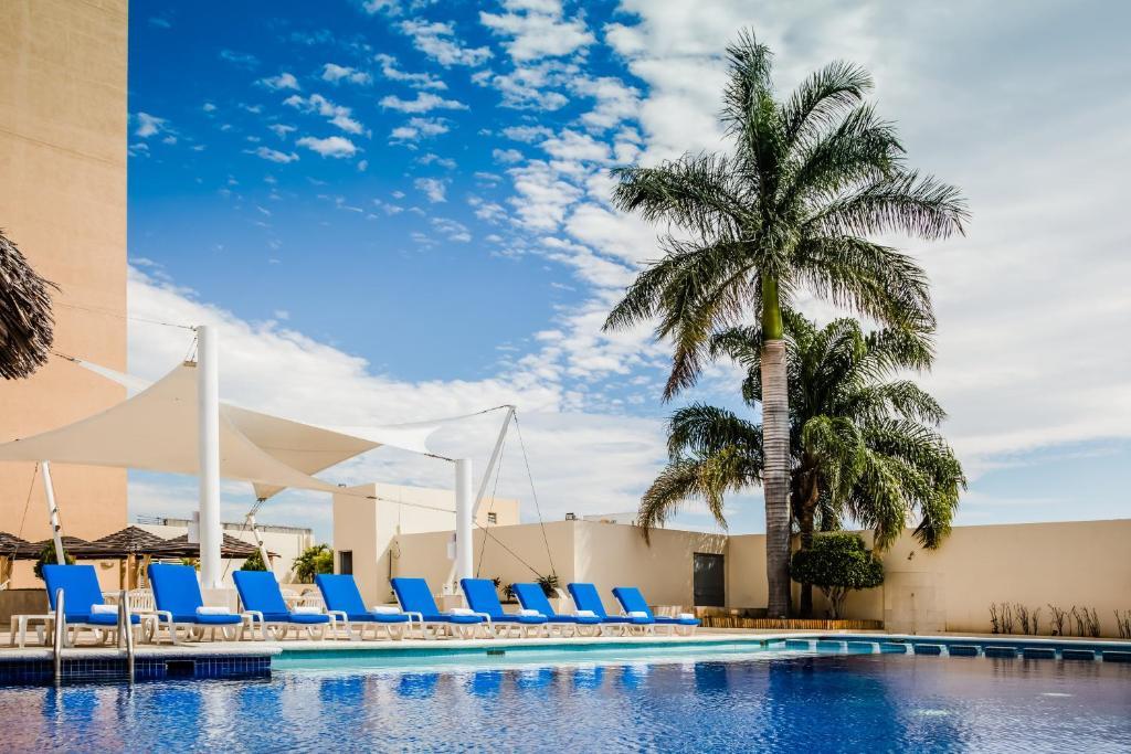 The swimming pool at or near Fiesta Inn Tuxtla Gutierrez
