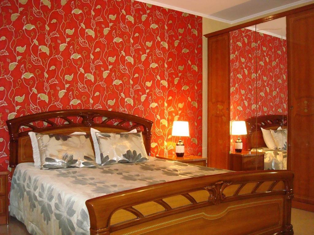 Кровать или кровати в номере Стрекоза Комнаты в частном доме