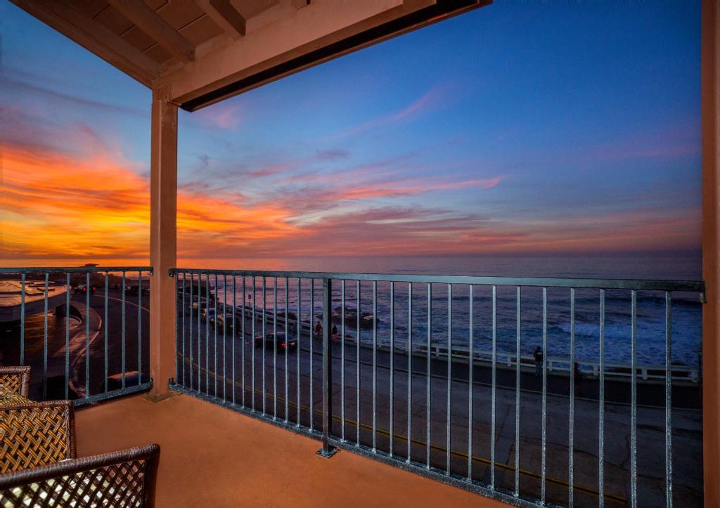 ホテルまたは周辺から見られる日の出または日の入りの景色