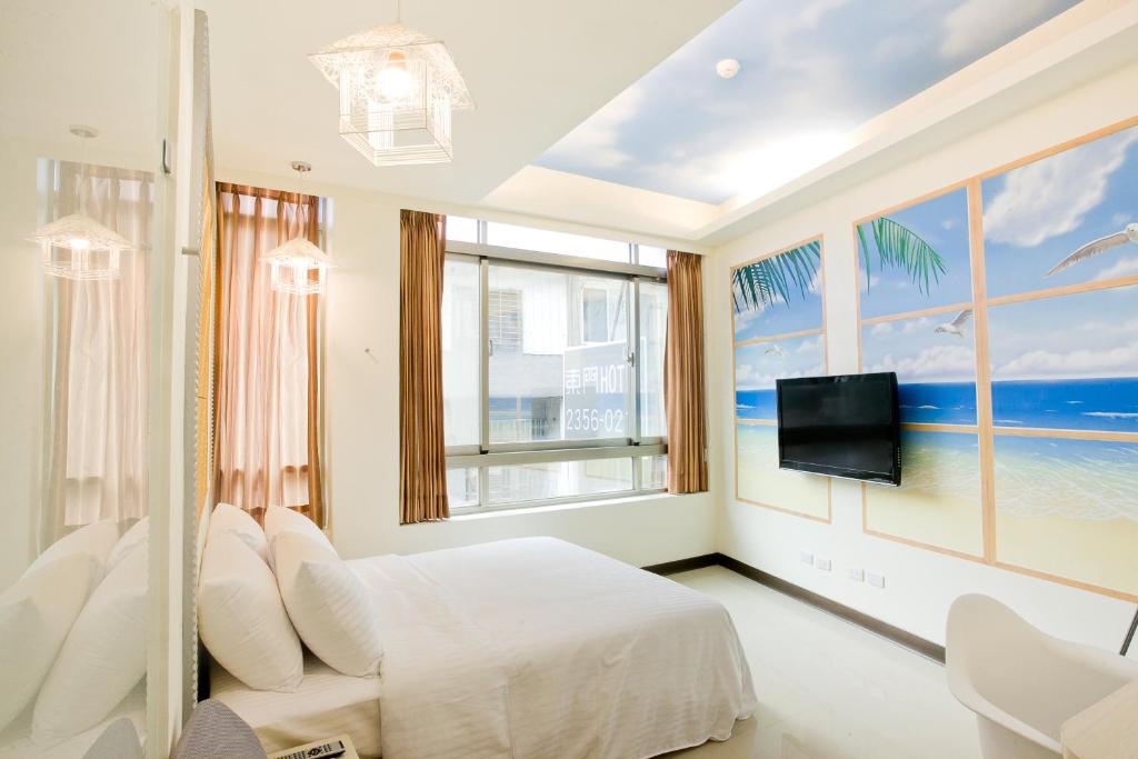 A television and/or entertainment center at Dong Men Hotel