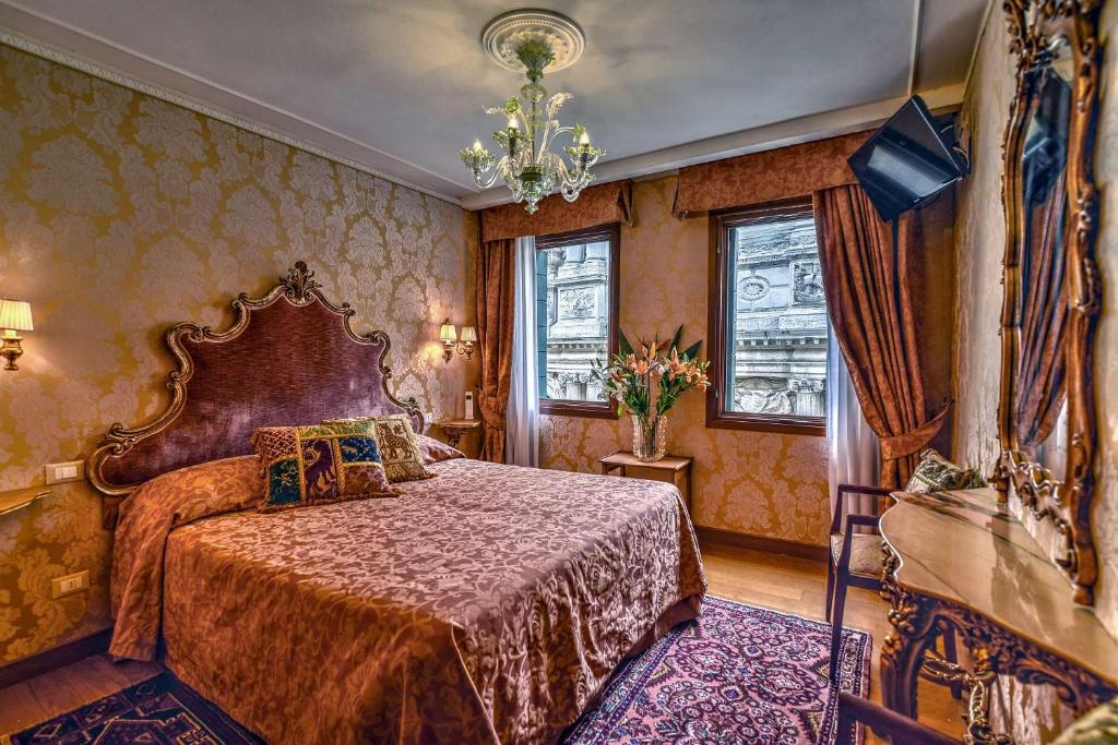 A bed or beds in a room at Hotel Bel Sito e Berlino