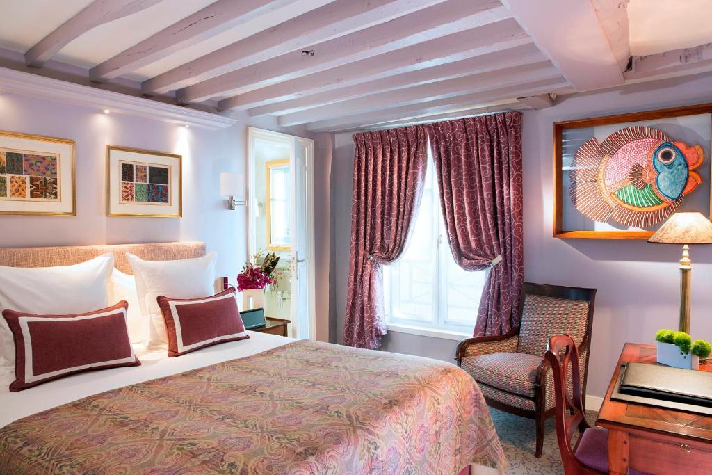 Un ou plusieurs lits dans un hébergement de l'établissement Hôtel Le Relais des Halles