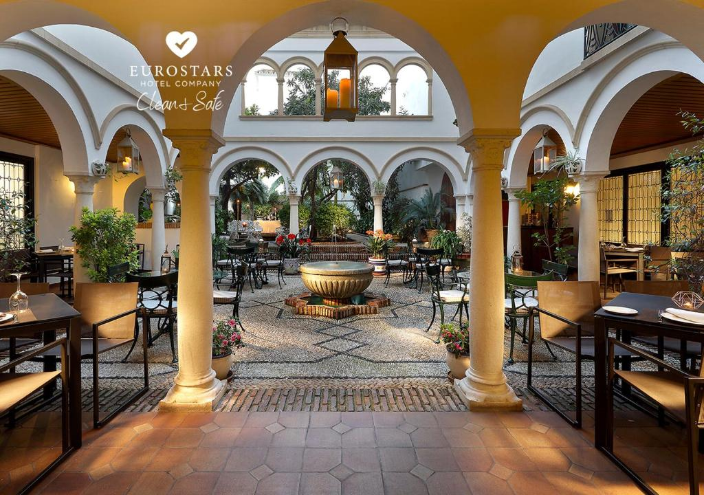 A restaurant or other place to eat at Eurostars Conquistador