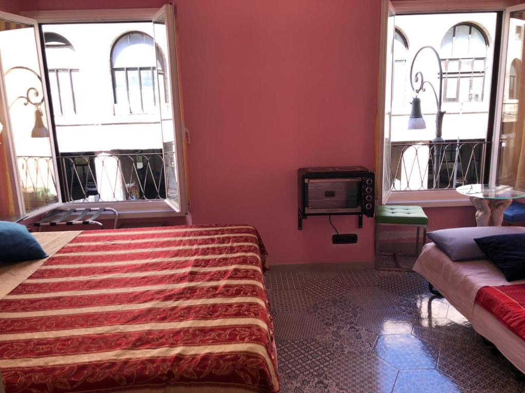 INES downtown bed & breakfast - Laterooms