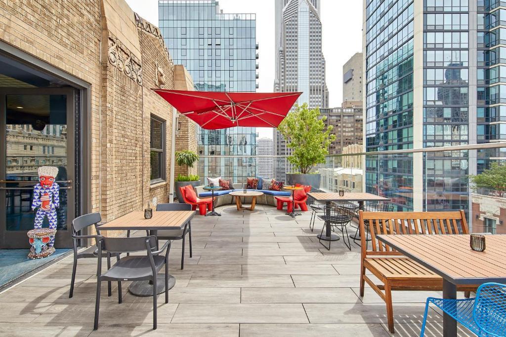 ห้องอาหารหรือที่รับประทานอาหารของ Virgin Hotels Chicago