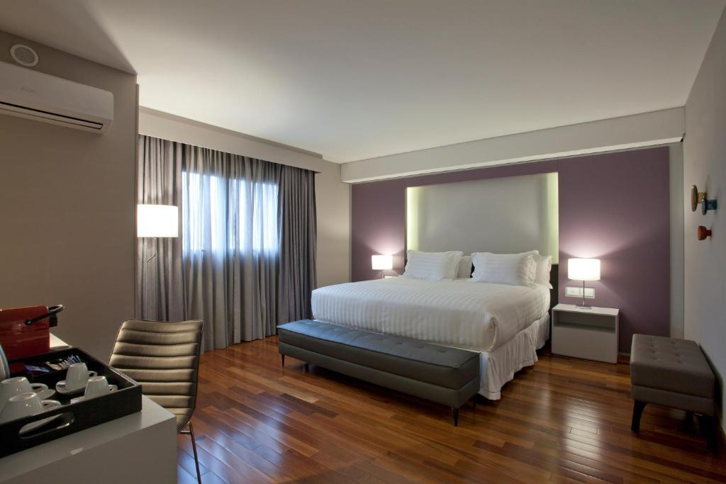 A bed or beds in a room at NH Curitiba The Five