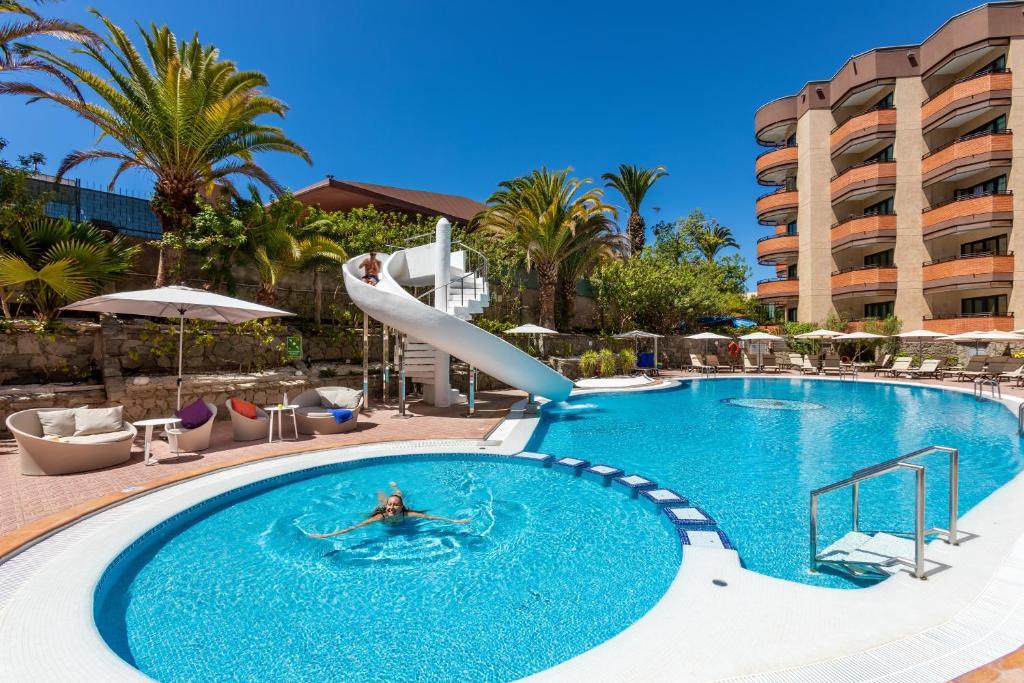 Het zwembad bij of vlak bij MUR Neptuno Gran Canaria - Adults Only