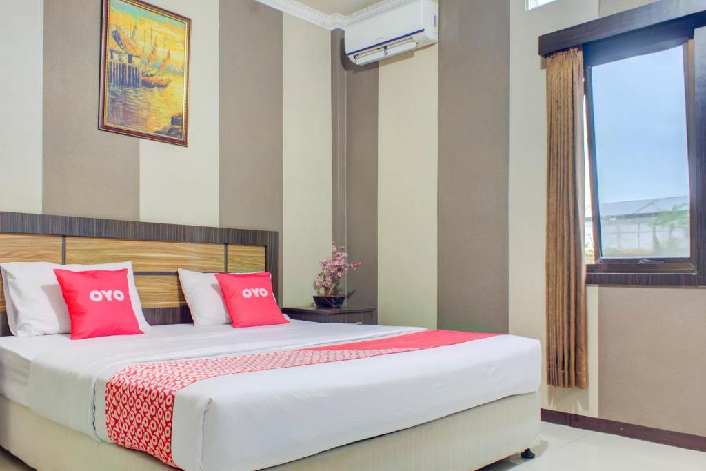 A bed or beds in a room at OYO 3951 Hotel Tw Rancagoong