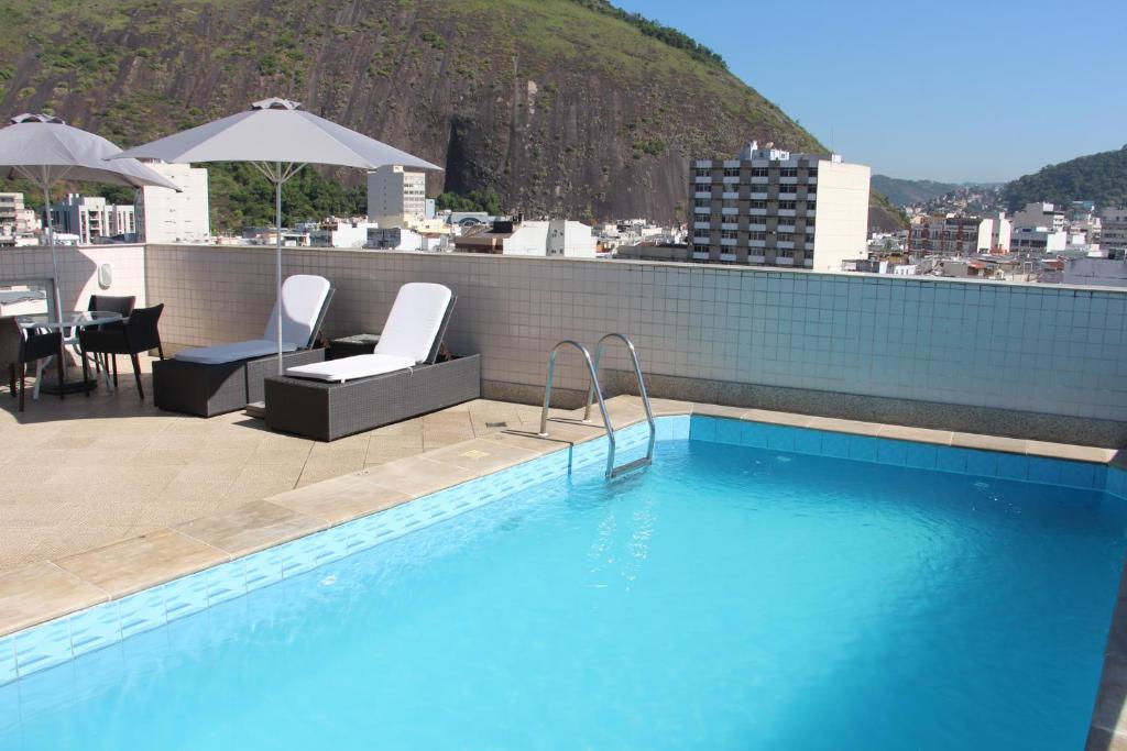 The swimming pool at or near Riale Vilamar Copacabana