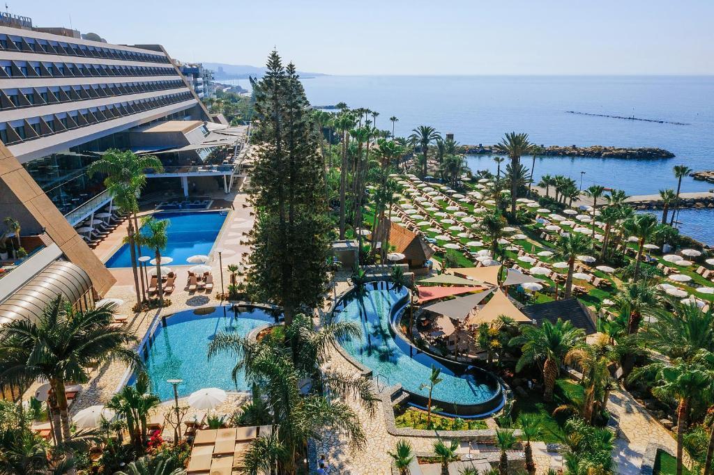 Uitzicht op het zwembad bij Amathus Beach Hotel Limassol of in de buurt