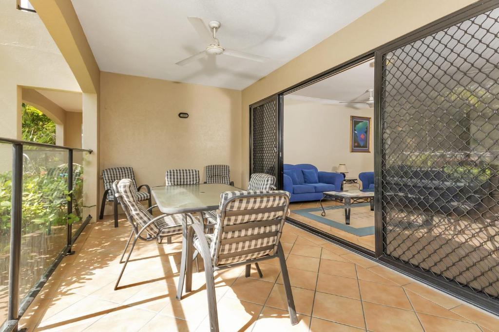 Mediterranean Beachfront Apartments - Laterooms
